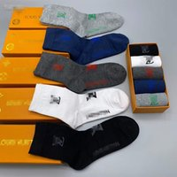 2021 200 Naald Computerized Cotton Socks, Comfortabele Street-stijl Gestreepte sportbasketbal, 5 stuks / doos voor mannen / vrouwen