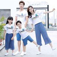 Mamma e figlia abbinata vestiti fuori spalla manica corta magliette bianche magliette pure pantaloni colore coreano blu farfalla abiti familiari 210622