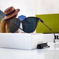 7002 Alta qualità Fashion Designer Brand Occhiali da sole per uomini e donne Viaggi Shopping UV400 Protezione Protezione Tende retrò Pilota