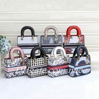 2021 Marke Designer Umhängetaschen Dame Temperament Classic Mode Luxus Leder Kameratasche Handtasche Größe 20 * 8 * 17 cm