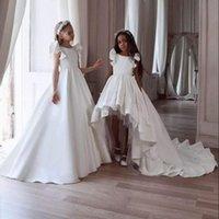 Robes de fille haute basse à basse fleur pour mariage satin dentelle à volants enfants robe de pageant robe sans manches Première robe de communion