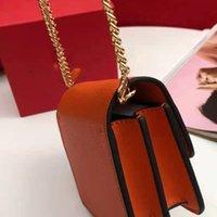Diseñadores de lujo bolsas de bolsas Crossbody Bolsa Flap Llaves de coincería Lápiz labial Vsling Hebilla magnética Ajuste Cadena Mini lindo naranja Negro Colores con caja de regalo