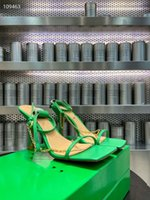 Верхняя аграда Горный ронзот Настоящая кожаная кожаная шипованная стрижка сандалии сандалии Nova High каблуки от 34 до 40 SX0401