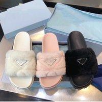 2021 أحدث المصممين النساء أحذية الأزياء واسعة حل سوليد شقة الصيف السببية فروي ضخ الضأن النعال شاطئ فليب يتخبط النعال حجم 35-40