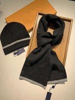 Hommes de haute qualité hommes designeurs chapeaus foulard met enseille le treillis classique garder au chaud en hiver chapeaux de laine de laine de laine à deux pièces de marque 2021 accessoires de mode