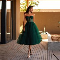 2021 Einfache grüne Tüll A Line Short Prom Dresses Schatz Sheer Korsett Top Tee Länge formale Heimkehr Party Kleider