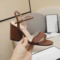 2022 Hot Women's Fashion Short Heels Luxury Sandals Chunky Heels Läder 8cm Kontor Lady Casual Sommarlov Strand Heels Sko Lady Svart Brun Stor Storlek 38 41 # G801