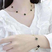 Nueva moda Stainls Acero Mujeres Trébol Conjunto Joyería Marca de lujo 18k Pulsera de collar de oro