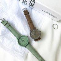 デザイナーの高級ブランドの時計Ntageレザーシンプルな女性Es ulzzangファッションクォーツの資質レディースリストレトロカジュアル女性の時計
