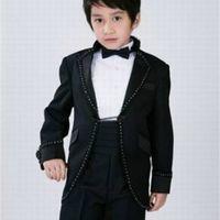 Boy's Formel Port Arrivées Un bouton Blanc / Black Occasion Enfants Tuxedos Fête de mariage Fête de mariage (veste + pantalon + ceinture + cravate) K75 YWRC
