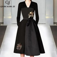 Qian Han Zi Autumn Designer Fashion Runway Dress Women's V-neck High Quality Vintage Embroidered Slim Black Party Dresses Casual