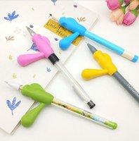 2021 Gratuit de la poignée de la poignée de silicone de qualité alimentaire Type de stylo Poignées de crayon pour enfants porte-stylo titulaires de stylo d'écriture écriture Aide silicone griffe pinces