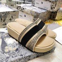 2021 Sapatos de slide de verão grosso soled mulheres chinelos praia banheiro sandálias tamanho35-40