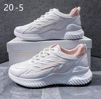 2021 03 Hommes et femmes Chaussures de course Sports Fashion Chaussure US7 EUR38 Sneakers à pied Tenis Feminino