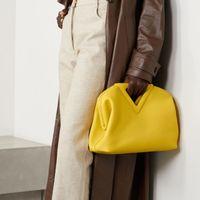 2021 거꾸로 된 삼각형 이브닝 가방 헤드 가죽 인 INS 동일한 클립 캔디 클라우드 가방 휴대용 한 숄더 슬러토 핸드백