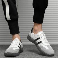 새로운 남성 운동화 정품 가죽 캐주얼 흰색 신발 한국식 간단한 모든 일치 패션 신발 스포츠 망 신발 도매 1156-C