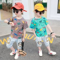 Мальчики летняя одежда наборы моды детские динозавры напечатаны с короткими рукавами футболка + мультфильм полу джинсовые брюки 2 шт. Детские повседневные наряды A6558