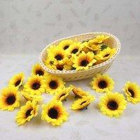 Fiori decorativi Corone 7cm Piccolo Sun Simulazione del sole Sunflower Head Commercio all'ingrosso Wedding Polsino Fiore Accessori Bridal Bouquet da sposa Decorazione IP2i