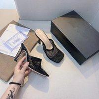 Diseñador de lujo Mujeres Sandalias Sandalias de oro Cadena de oro Sandalia de cuero genuino Sole Square Toe Tacones Altos Tacones Altos Zapatos de moda de verano Calidad superior con el tamaño de la caja 35-40 A2