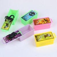1 قطعة funnysurise الحيوانات المزحة العنكبوت لدغة المزحة لعبة لدغة في صندوق خشبي عملي نكتة مزحة لعبة هدية تخويف مربع لعبة