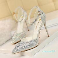 2021 أحذية اللباس الأحمر أسفل عالية الكعب المرأة المصممين جلد طبيعي مضخات سيدة الصنادل قيعان الزفاف مع مربع أسود ذهبي الذهب حذاء