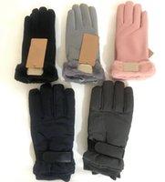 Gants d'imitation hiver sur mesure sur mesure pour hommes femmes avec une belle boule de fourrure Sport en plein air Sport étanche cuir chaud Cinq doigts mitaines