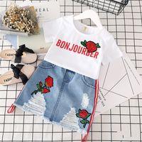 Girls Vêtements T-shirt blanc T-shirt Denim Jupe 2pcs Filles Convient à la mode Été Vêtements Enfants Lettre Vêtements imprimés Enfants Vêtements Ensemble 489 Y2