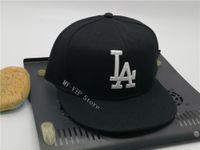 2021 الرجال لوس أنجلوس في أسود اللون حجم المجهزة القبعات المسطحة الأزياء الهيب هوب حجم قبعات الهيب هوب تصميم البيسبول كاب مغلق كامل