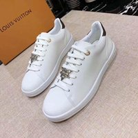 Top Quality Womens Luxurys Designers Shoes Leather Sneaker Embroidery Classic Trainers Lover Trainer Sneakers New Star Same Style Topshop999