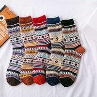 I calzini di lana di coniglio delle donne invernali hanno addensato il filo del vento nazionale del filo spesso