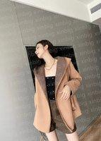 Diseño Sudadera con capucha Mujeres Chaquetas de lana Outerwear Womens Medio y Largo Otoño / Versión de invierno Estilo Floose Slim Body Show delgado Tamaño europeo S-L