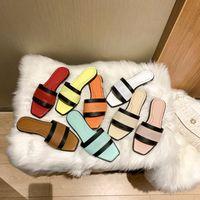 2021 Bahar ve Yaz Kadın Klasikleri Fahsion Terlik Kızlar Plaj Slaytlar Beyaz Kırmızı Çevirme Dişli Altları Sandalet Boyutu 35-40
