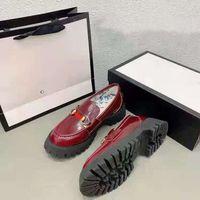 2021 Arı Nakış Kalın Taban Aşk Ayakkabıları İngiliz Muffin Alt Bir Ayak Sürme At Toka Dalfskin Boyutu 35-44