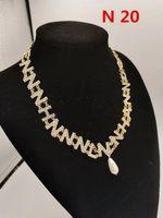 Naszyjniki wisiorek Davidzhang Lady Pearl Rhinestone C Naszyjnik dla kobiet Wysokiej Jakości Metale Vintage Luxious Jewlry Girl N 20