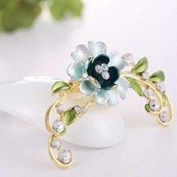 Ornamento Hollow intarsiato con diamante flower ramo di colore smalto yiwu spilla in lotto misto
