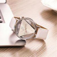 ساعات المعصم Hesíodo Senhoras Nova Moda Design de Relógios Elegante Triângulo Oco Das Mulheres Do Relógio Com Couro Fino