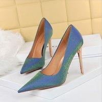 Kardashian Shoes de Luxo Mulheres Cruel Bombas de Verão Polido Folha De Metal Dourada Winged Sandálias Gladiador High Saltos Sapato 34-42 BG050-003