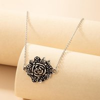 Chains Retro Flower Pendant Necklace For Women French Geometry Ancient Silver Color Alloy Collar Lady Wedding Jewelry 19773