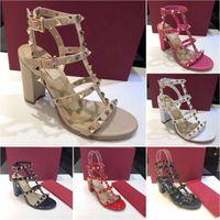 2021 Correias de tornozelo Mulheres Stud Sandals Designer de Luxo High Saltos Rebites de Rebites Top Qualidade Europeia Estilo Slide Sandália 65 95 mm