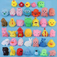 Animais mistos nadar brinquedos de água coloridos macio flutuante borracha pato espremer somqueaky brinquedo banho para bebê banho brinquedos