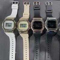 손목 시계 고품질 캐주얼 남자의 석영 B-5600 그린 손목 시계 LED 작은 큐브 디지털 스포츠 방수 세계 시간 차가운 빛 sh