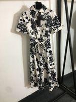 627 2021 Бренд та же стиль платье флора печать регулярное короткое рукавом платье топ отворотки шеи фалуилан