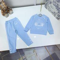 Tasarımcı Çocuk T Shirt + Pantolon Setleri Çocuk Sonbahar Eşofman Giyim Uzun Kollu Mavi Pantolon Seti Kızlar Spor Giyim Boyutu 100-150