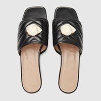 2021 봄과 여름 최신 여성용웨어 브랜드 샌들 디자이너 맞춤형 젤리 컬러 금속 버튼 패션 슬리퍼 플랫 힐 시리즈