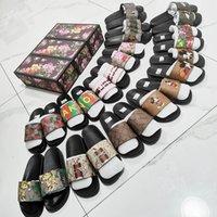 2021 Diseñador de cajas para hombres y zapatillas para mujer, zapatillas de zapatillas de serpiente de serpiente de verano zapatillas planas de tacón ancho
