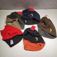 Unisex Kasketler Geri Dönüşümlü Örme Şapkalar Kış Polar Kafatası Kapaklar Bonnet Çift Taraflı Giyim Şapka Moda Mektubu Beanie Erkekler Kadınlar Sıcak Kap Kulak Muff Noel