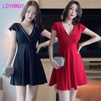 Ldyrwqy sommer koreanische mode tiefe v sexy schlanke temperament somänengeist kleid office dame polyester 210416