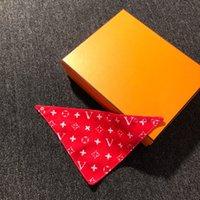 Triangolare Bandage Cane Abbigliamento in cotone Pet Bib Sciarpa Reversibile Carino Brand Designer Lettere Stampa Cucciolo Bandana Testa Lavabile Gattino Cat Saliva Asciugamani Accessori