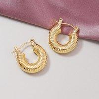 Einfache exquisite Metallgoldgewinde Textur Geometrische Ohrschnalle Hoop Ohrring für Frauen Modeschmuck Geschenke Huggie