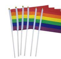 Rainbow Gay Pride Stick Flag mit Fahnenmast 5x8 Zoll Handflagge Waving Banner Handholding mit Gold Top Rainbow Gay Pride Flag 1394 V2